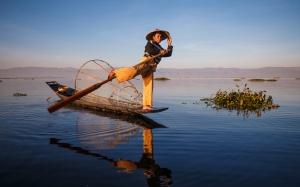 pescador-lago-Inle_mujer-y-viajera